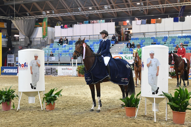 Lisa Schranz gewinnt mit Lexion L das Finale der kleinen Tour beim CSI Arena Nova 2017 und holt mit Cascadeur zusätzlich Platz drei im Finale der Mittleren Tour. © Horse Sports Photo