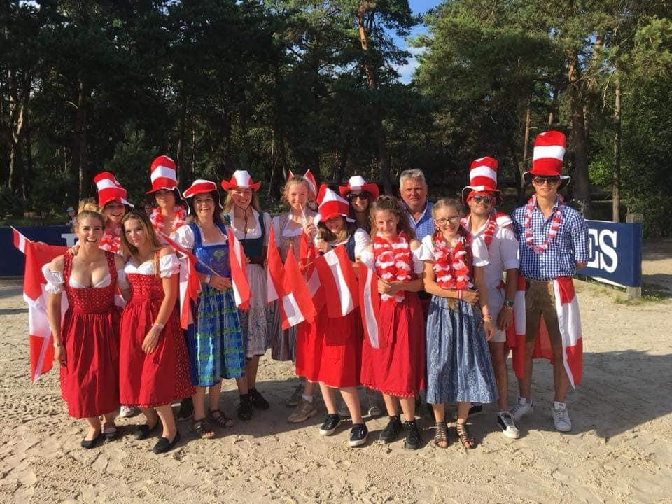 Team Austria bei der Nachwuchs EM in Fontainebleau (FRA). © Facebook KES Equestrian Team