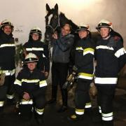 Die couragierten Männer der FF St. Pölten – Wagram mit dem befreiten Benedict. © FF St. Pölten-Wagram/ LM Andreas Scharnagl