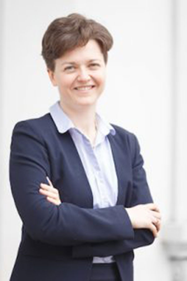 Pferderechtsexpertin Dr. Nina Ollinger beantwortet Ihre Fragen rund ums Thema Recht und Pferd. © privat