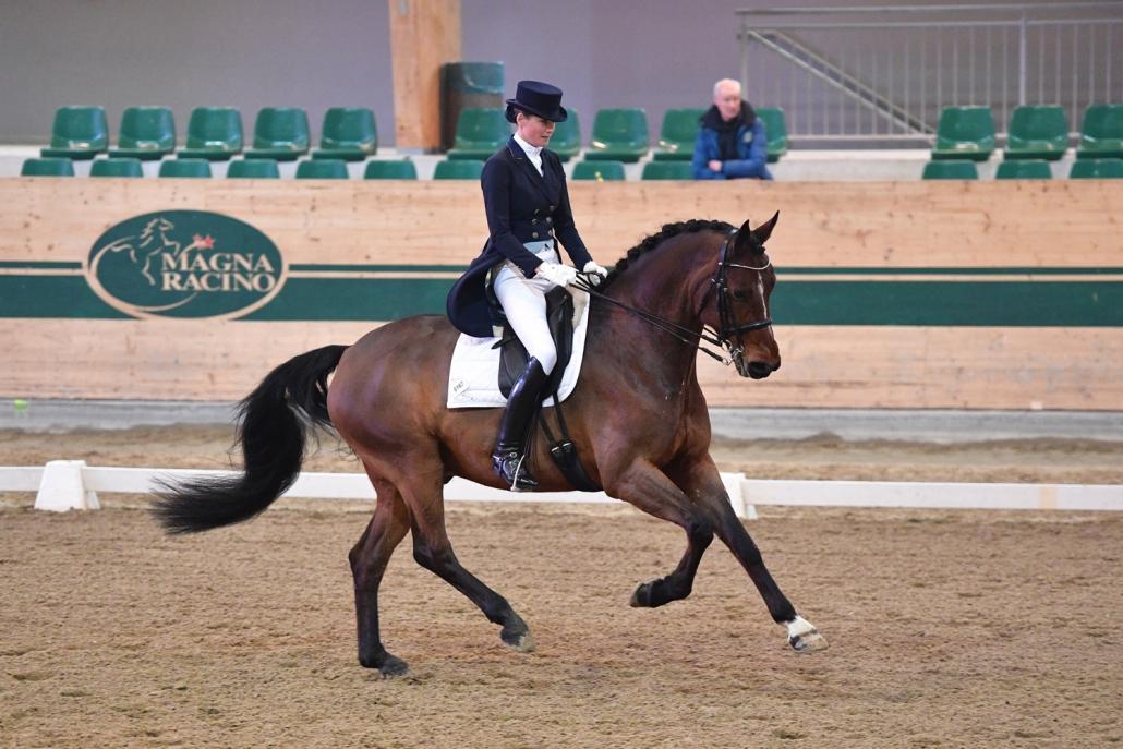 Anja-Luise Wessely-Trupp freute sich über die erfolgreiche Sichtung ihrer beiden Pferde Diavolo LWT und Sparkling Fizz. © HORSIC.com