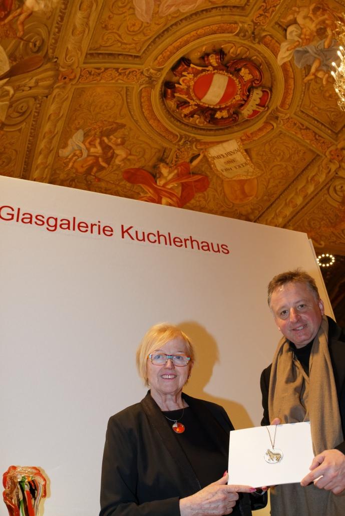 2.Präsentation des Glaseselschmuckstücks durch Hilde Kuchler und Otto Kurt Knoll bei der Wiener Internationalen Kunst- und Antiquitätenmesse im Palais NÖ, 8. März 2019. © Peter Boka