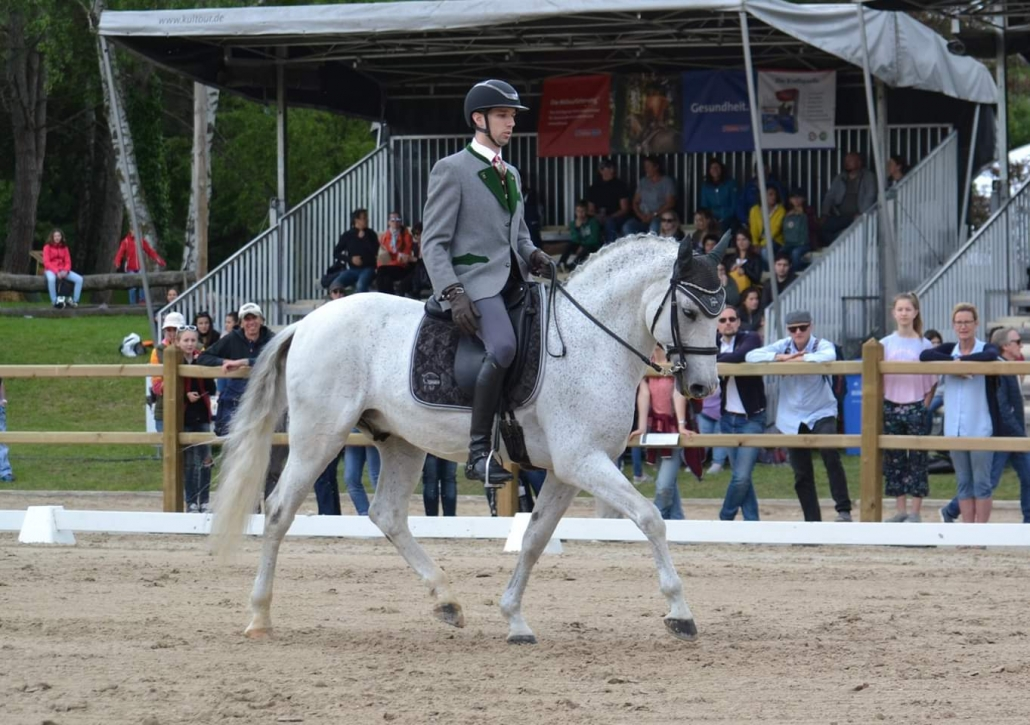 Felix Berger und Dior in der Dressur der Working Equitation bei der Pferd International in München. © privat