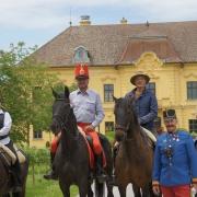 Vor dem Schloss Eckartsau. © privat