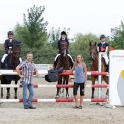 Julia Hinterhofer gewann das ERREPLUS Amateurcup Finale in Mistelbach vor Vera Decombe und Sophie Dworzak, Sponsor Günter Keglovits gratulierte persönlich. © Krisztian Buthi
