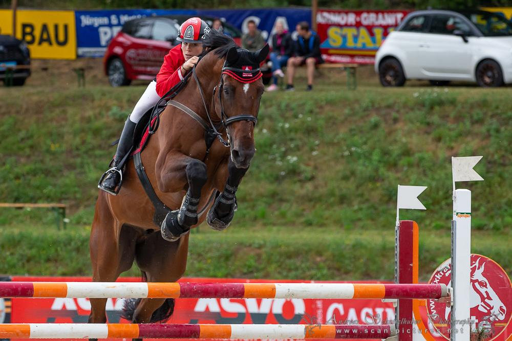 3 Etappen, 3 Siege: Die Niederösterreicherin Laura Steinauer dominierte auch in Farrach den Fixkraft Amateurcup und ist damit nicht mehr einzuholen in der Gesamtwertung. © OEPS/www.scan-pictures.net