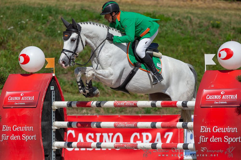 Alpenspan-Reiter Gerfried Puck holt mit For Fun VT den Sieg im Casino Grand Prix von Farrach. © OEPS/www.scan-pictures.net