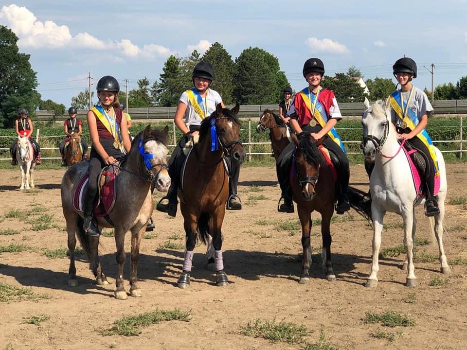 4 NÖ Landesmeistertitel für die Reiterinnen vom Pferdesportzentrum Breitenfurt: Jasmin Horner, Pia Baurecht, Chiara Földi und Marina Stojanovic. © Gottfried Horner