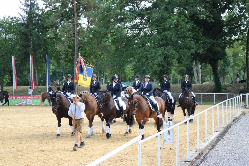 Festlicher Einzug von Niederösterreichs Noriker-Reitern bei den BM in Stadl Paura. © Kathi Koch