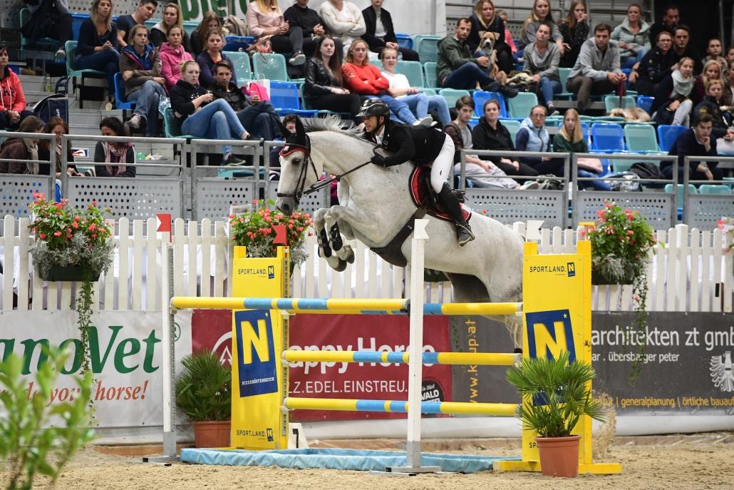Arena Nova-Seriensieger Willi Fischer (OÖ) auf Dollar Girl. © HORSIc.com