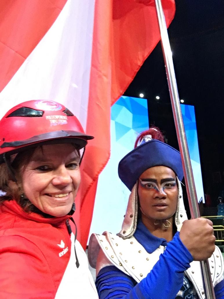 Österreichs Flagge wehte in China zu Ehren von Claudia Schwendimann. © privat
