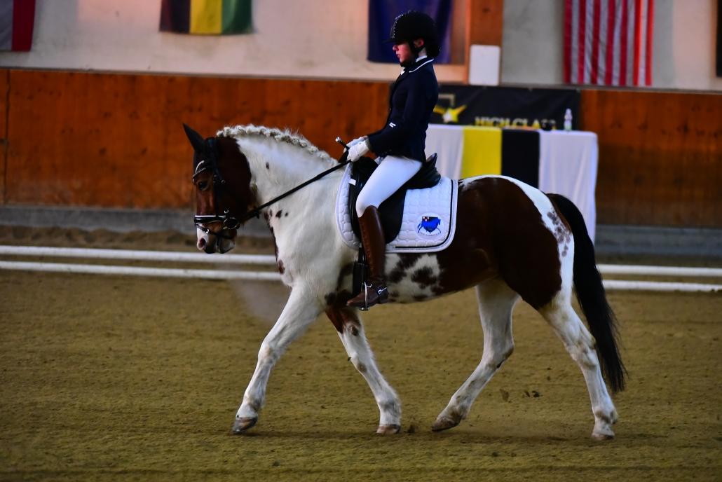 Carmen Siegl mit ihrem Pony Dakota 22. © Istvan Lehoczky