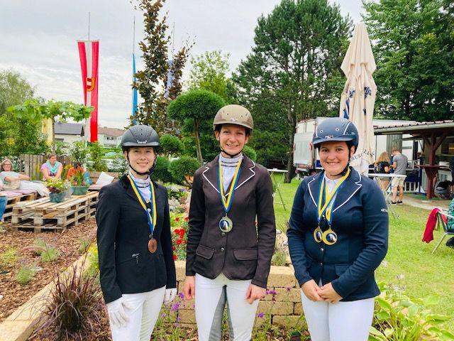 Die Siegerin und die Platzierten der Haflingertrophy in der Klasse A (von rechts): Lisa Maier, Angela Solar, Katharina Beranek. © Isabella Veronik