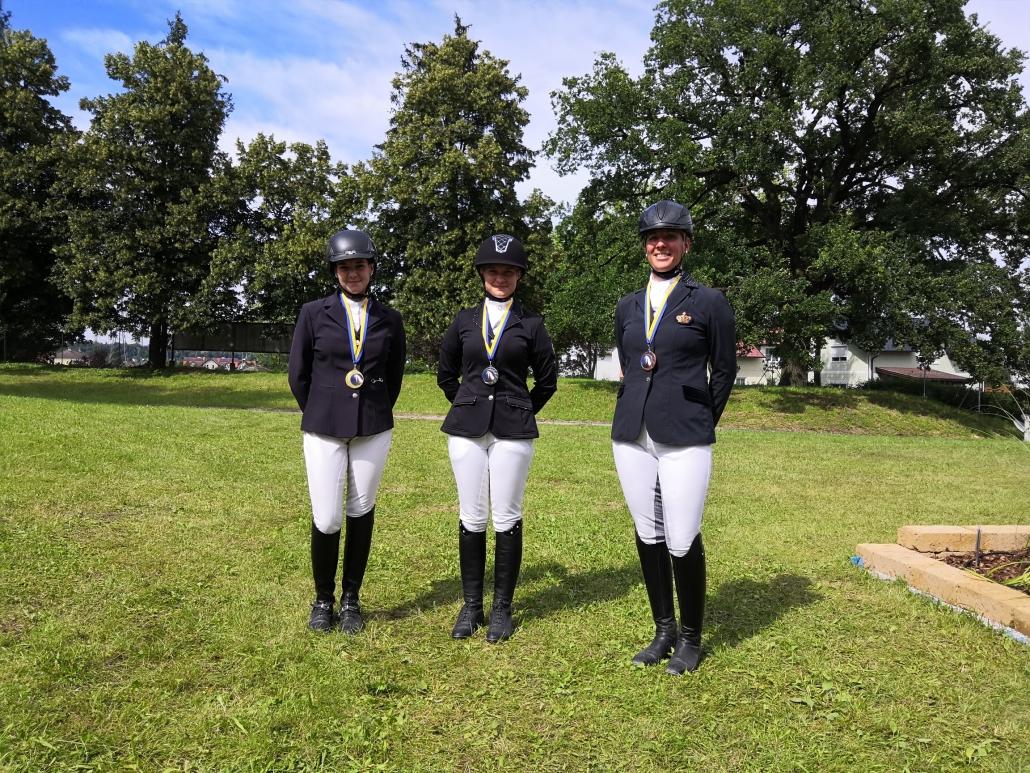 Die Siegerin und die Platzierten der Haflingertrophy in der Klasse L (von links): Lisa Schabasser, Bettina Schreiner, Claudia Weber. © Wolfgang Weber