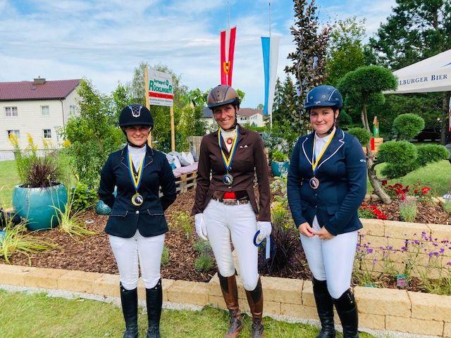 Die Siegerin und die Platzierten der Haflingertrophy in der Klasse LM (von links): Bettina Schreiner, Birgit Sturm, Lisa Maier. © Isabella Veronik