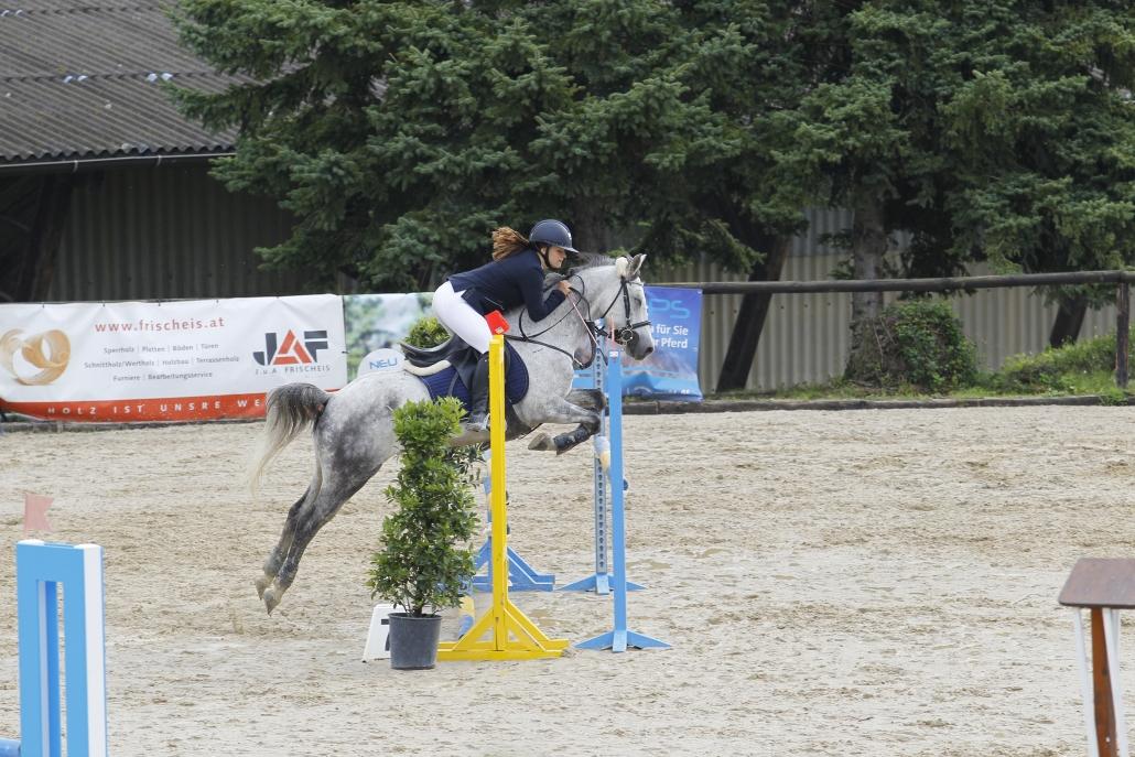 Niederösterreichischer Pony Jugend-Landesmeistertitel für Amelie Bitzan und Donit. © Krisztian Buthi