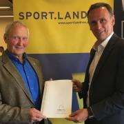 Gute Zusammenarbeit zwischen NOEPS und Sportland NÖ: Landesrat für Sport Jochen Danninger und NOEPS Präsident Ing. KR Gerold Dautzenberg. © Büro LR Danninger