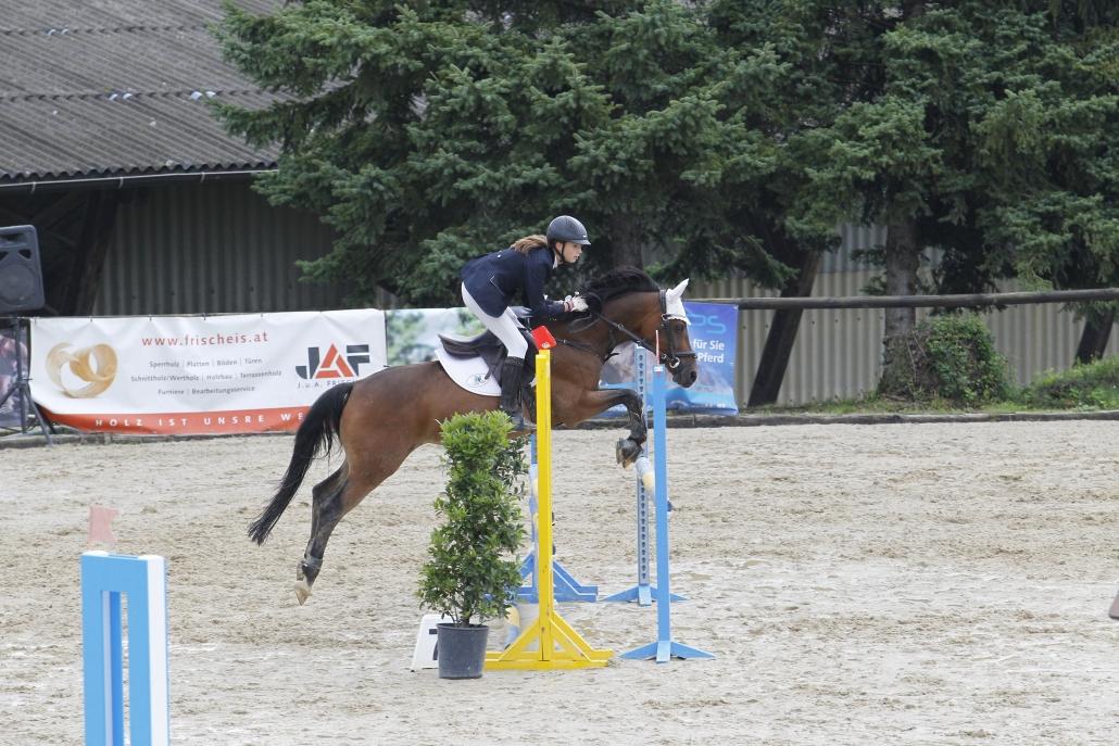Bei den Pony Kindern siegten Kristina Rapp und Leandros mit zwei fehlerfreien Runden. © Krisztian Buthi