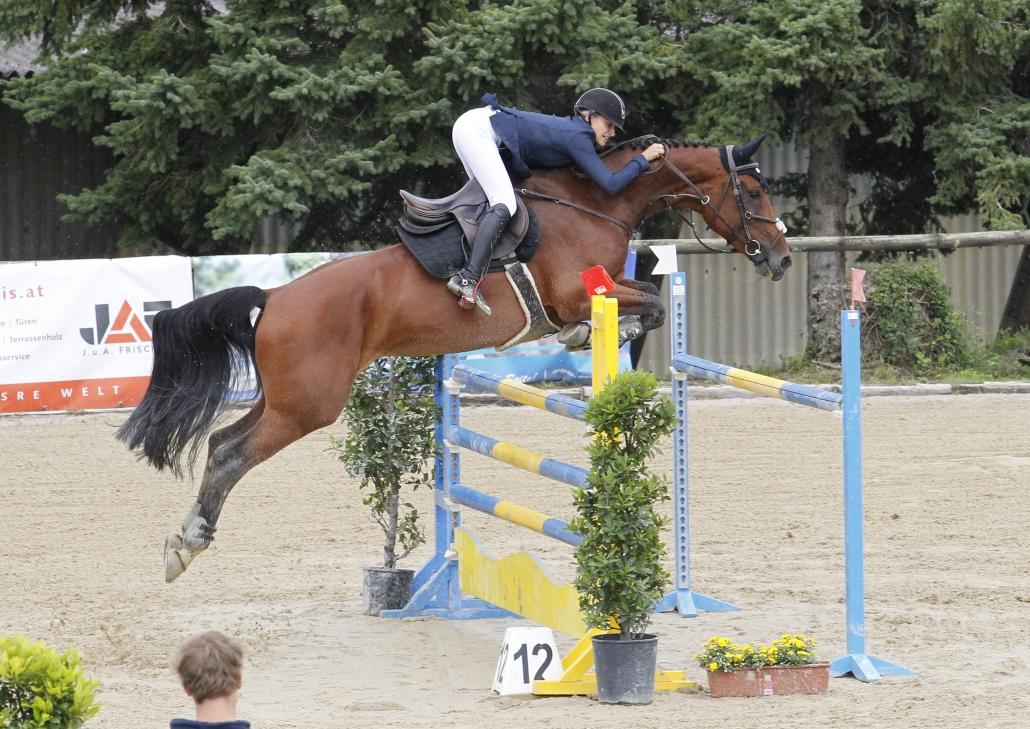 Bei den Jungen Reitern sicherten sich Anna Sophie Reiter und Micky 8 den Titel. © Krisztian Buthi