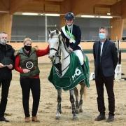 Amelie Bitzan und ihr Pony Donit gewannen die Magna Racino Hallenmeisterschaften Pony 2020. © HORSIC