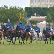 Ende August fand das alljährliche Pferdefest auf Schlosshof statt und wir durften wieder aus Tradition zum 30. Mal eine Eröffnungsvorführung vor begeistertem Publikum präsentieren. © Dragonerregiment Nr. 3