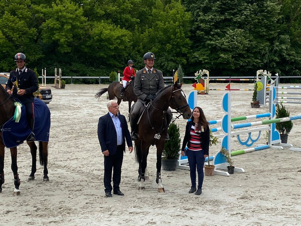 Gratulation an Roland Pulsinger zum Sieg in Kaposvar. © privat