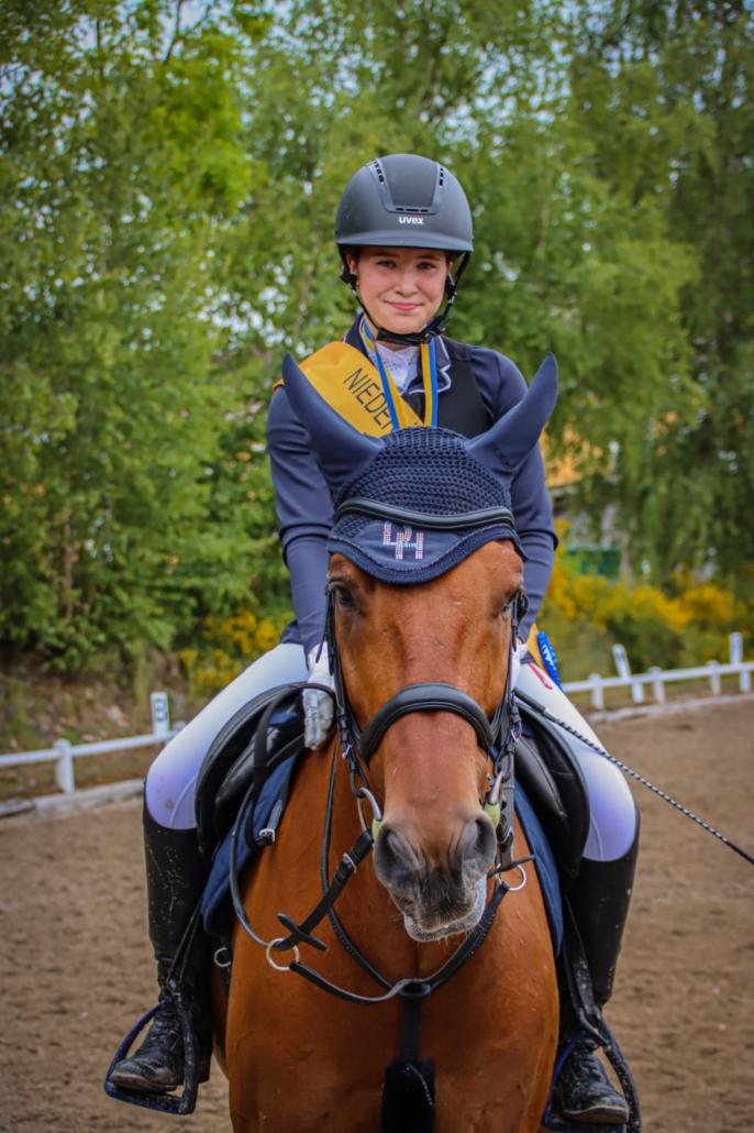 Herzliche Gratulation an die Bezirksmeisterin Jugend Springen Tabea Uitz. © privat