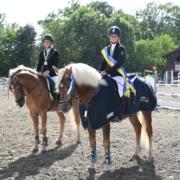 Nicole Möser (links) & Nottings Golden holten den Landesmeistertitel. © HORSIC.com