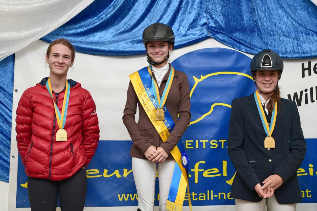 Siegerehrung der NÖ LM Vielseitigkeit Junge Reiter 2021. © HORSIC