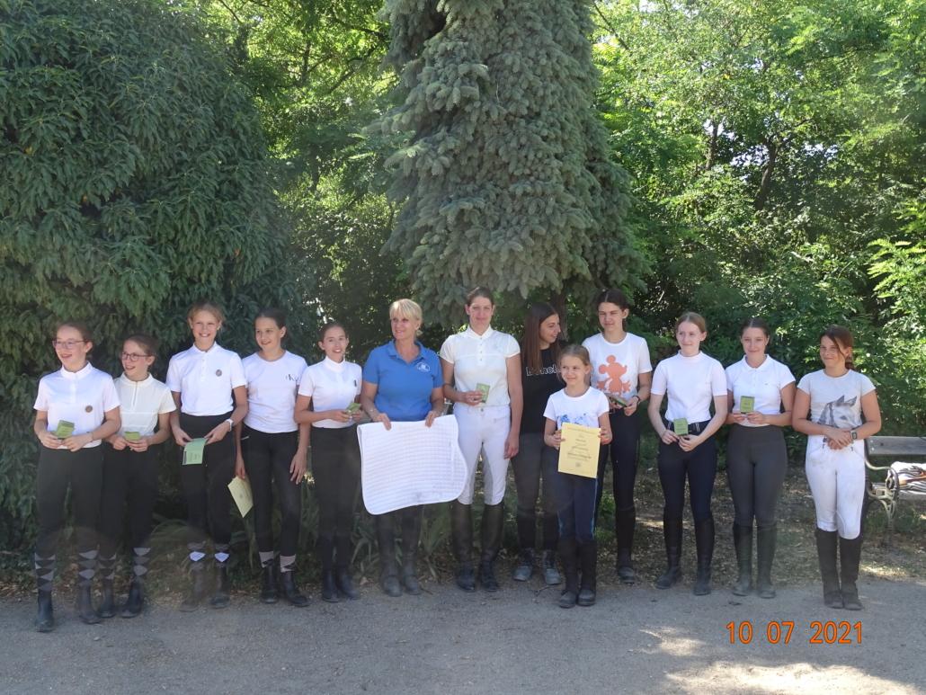 Herzliche Gratulation den erfolgreichen Kandidaten der Sonderprüfung im Reitstall Bendl. © privat