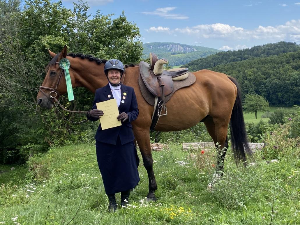 Tina Madensky und ihr Mecklenburger Wallach Sternstaub. © privat