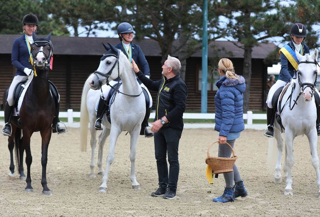 Vielen Dank für die Gastfreundschaft an Elli und Jörg Preimesberger vom High Class Horse Center Weikersdorf. © Susanne Werth-Hofbauer